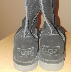 Preowned black Ugg Unlined boot size 5 perforated